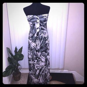 Tie dye design sleeveless dress.